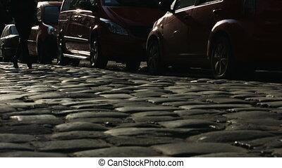 marche, voitures, deux, sombre, route, rue., seul, dépassement, amis, vide
