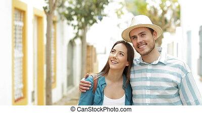 marche, vues, couple, contempler, touristes, heureux