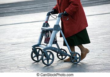 marcheur, grand-maman