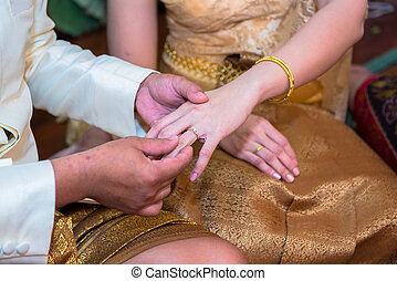 mariée, anneau, palefrenier, mettre