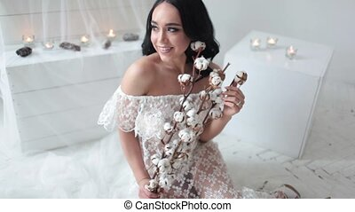 mariée, sourire heureux, fond, bougies