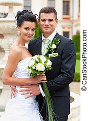 mariés, couple heureux, jeune
