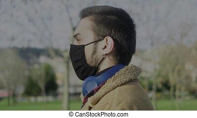 masque portant, gros plan, adolescent