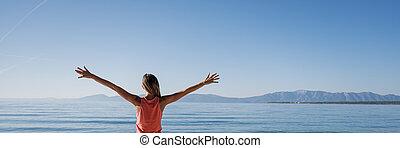 matin, nouveau, mer, femme, salutation, jour, debout, jeune