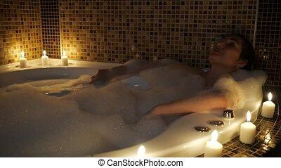 mensonges, femme, bain, lueur bougie, bulle, beau