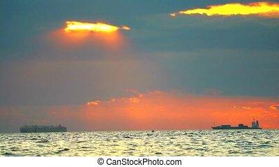 mer, cargo, orange, coucher soleil, nuage, rouges