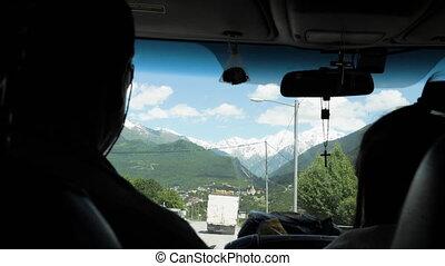 mestia, géorgie, voiture, conduit, montagnes, homme