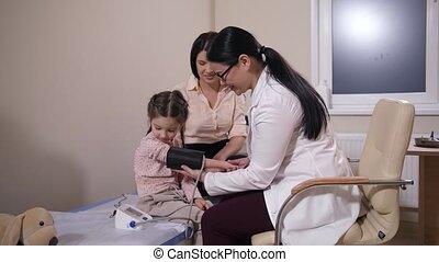 mesurer, patient, pression, famille, enfant, docteur