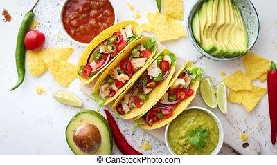 mexicain, viande, servi, légumes, tacos, divers, salsa, savoureux