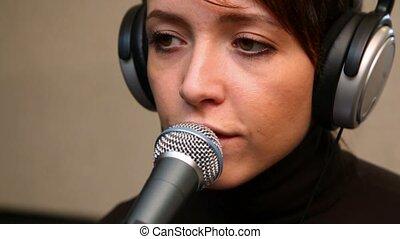 microphone, femme, jeune, studio, par, chant