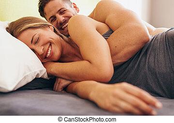 mignon, amour, couple, jeune, lit, mensonge