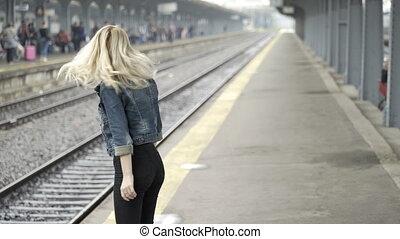 mignon, amour, elle, alors, train, projection, regarder, girl, station, baisers, blond, lui, petit ami