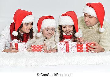 mignon, famille, chapeaux, dons, santa, portrait, heureux
