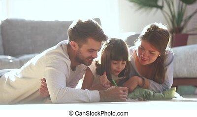 mignon, fille, famille, plancher, parents, enfant, dessin, heureux