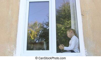 mignon, tablette, séance, immergé, enfant, jeu, fenêtre, numérique