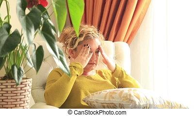 migraine, femme, avoir, mal tête