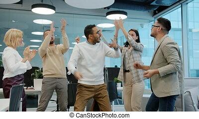 milieu, événement, danse, oriental, applaudir, quoique, collègues, constitué, homme, mains