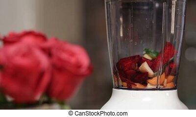 mixer, ajouter, légumes, femme, fruits