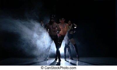 mode, dancer., club, mouvement, hommes, strip-tease, lent, fumée, nuit, woman., fort