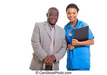 monde médical, américain, africaine, infirmière, homme aîné