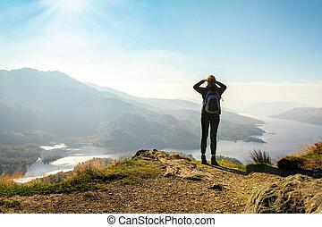 montagne, apprécier, ben, femme, ecosse, sommet, randonneur, vue, a'an, royaume-uni, katrina, vallée, loch, pays montagne