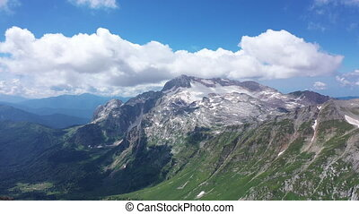 montagne, contre, neigeux, falaises, peaks., coup, vue, rocheux, glacier, surprenant, arête, aérien, paysage.