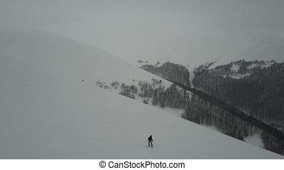 montagne, freeride., coup, snowboarder, ridge., -, sports neige, blanc, descendre, poudre, au-dessus, vue, oeil, aérien, extrême, oiseaux, hiver