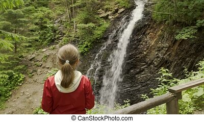 montagne, girl, chute eau, regarder