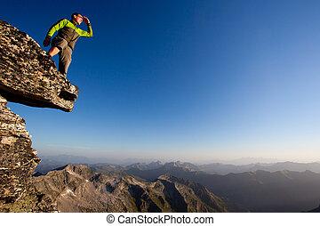 montagne, négligence, jeune regarder, gamme, forward., homme