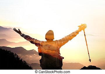 montagne, regarder, double, sommet, homme, levers de soleil, exposition