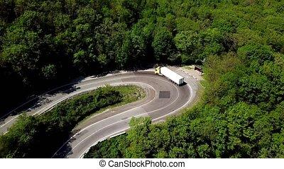 montagne, semi, conduite, f, countryside., route, fpv, aller, camion, forêt, par, long, paysage