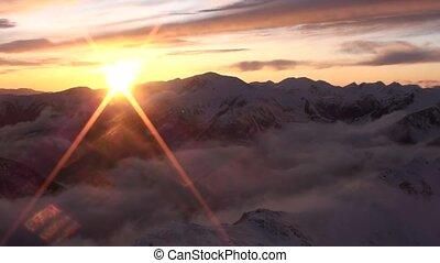 montagnes, coucher soleil