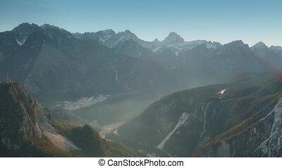 montagnes, italie, nord, neigeux, brumeux, coup, aérien, vallée