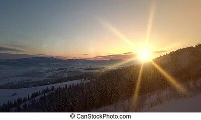 montagnes, neige-couvert, paysage, mountain., sunrise., vol, vue, carpathian, hiver, aérien, sur, rural, height.