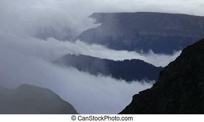montagnes, nuages