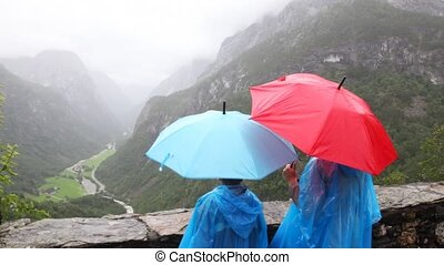 montagnes, regard, mère, fils, sous, vallée, parapluies