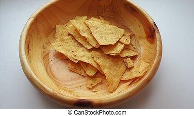 morceaux maïs, mouvement, nachos, verse, close-up., bol, lent