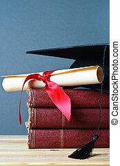 mortarboard, livres, rouleau, remise de diplomes