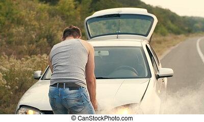 moteur, voiture, cassé, regarde, fumer, homme