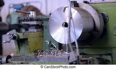 moudre, métal, machine, prépare, works., copeaux, nettoyage, opérateur, début