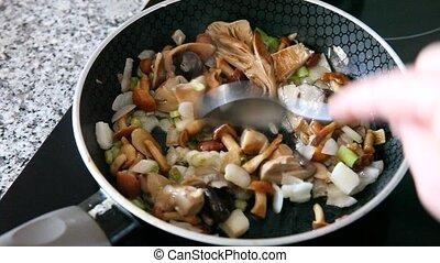 moule, gros plan, frit, oignon, champignons, délicieux, friture