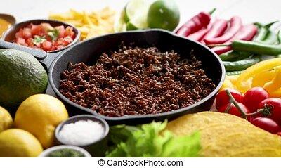 moule, piment, carne, duper, bois, ingrédients, table, fer, friture, blanc