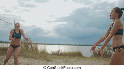 mouvement, été, dehors, manqué, équipe, formation, lent, plage, femme, volley-ball, femmes, attaque, jouer, joueur
