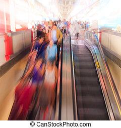 mouvement, gens, skytrain, marche, ville, station, barbouillage