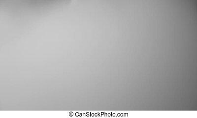 mouvement, lent, campagne, jeune, longs cheveux, cigarette, appareil photo, anti, acteur, souffler, fumer, vaping, électronique, vapeur, nuage, homme
