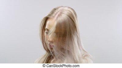 mouvement, lent, femme, cheveux, souffler, studio, portrait, blond, vent