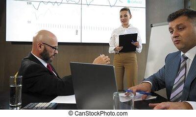 mouvement, lent, financier, bureau, présentation affaires, projet, lieu travail, équipe, nouveau, discuter