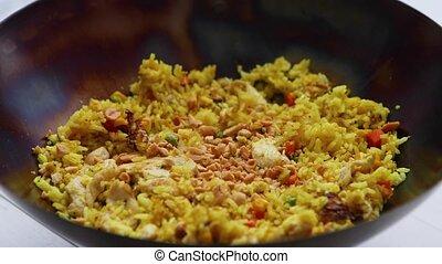 mouvement, lent, riz, plat, vegetables., délicieux, frit, chaud, thaï, wok., 360., filer, poulet