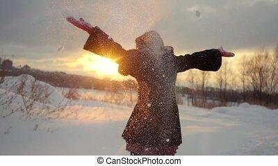 mouvement, neigeux, heureux, dehors, lancement, joyeux, sunset., avoir, nature, hiver, lent, amusement, femme, pendant, neige, jeune