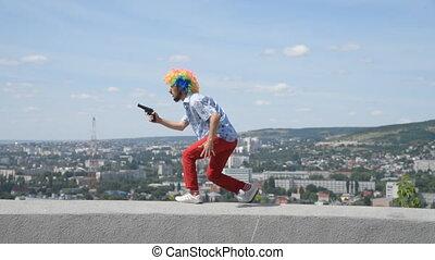mouvement, parapet, toile de fond, danse, clown, fou, rigolote, city., gun., contre, pistolet, mime